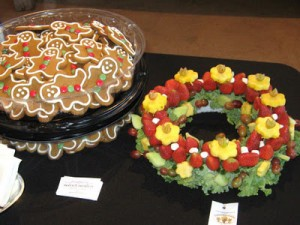 Fruit Wreath and Gingerbread Cookies